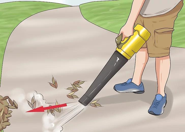 吹叶机清理人造草坪