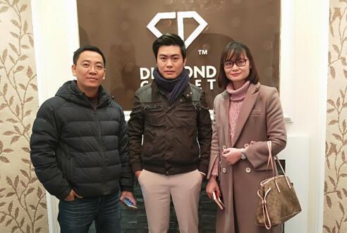 钻石地毯--越南客户钻远道而来,只为一睹钻石地毯产品